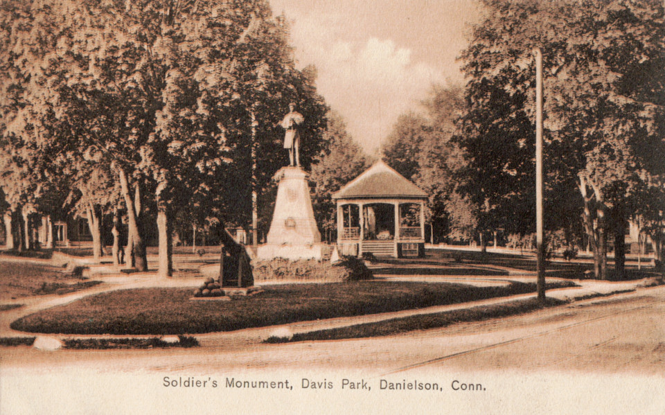 Soldiers' Monument, Danielson